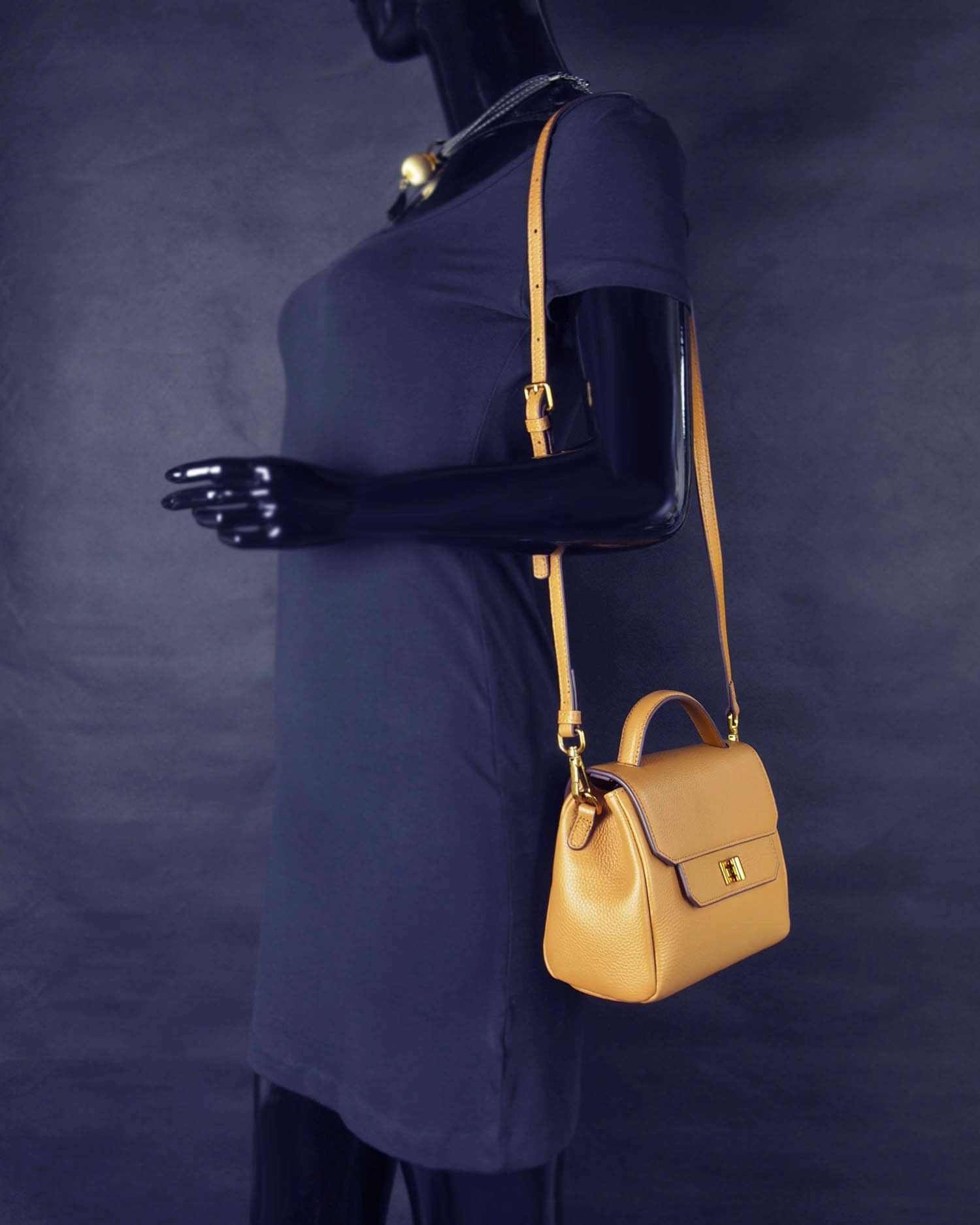 Modern Heritage Maude crossbody  Shoulder Carry