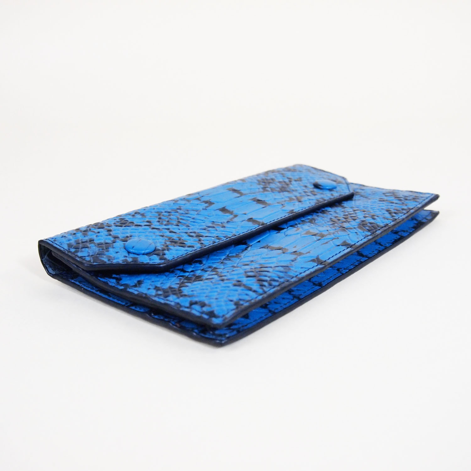 Urban Forest Noa Wallet Angled View